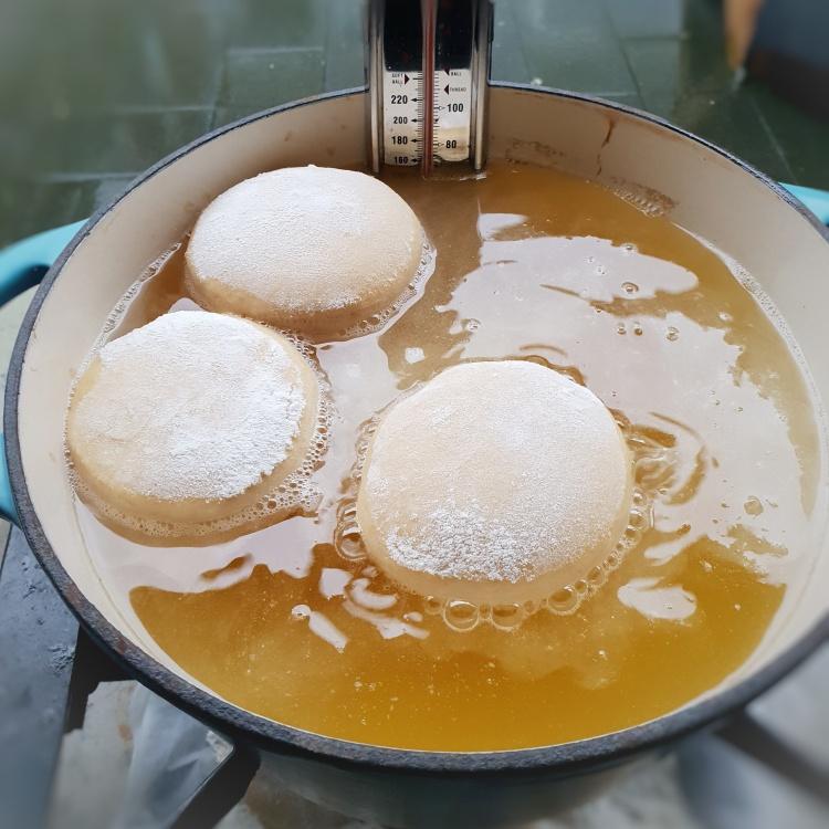 Gevulde donuts zelf bakken